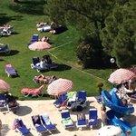 vue sur les jardins autour de la piscine