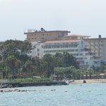 Vue sur l'hôtel de la plage