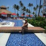 piscina super limpia y el servicio de bar excelente