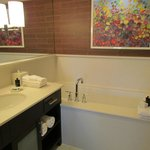 Bath tub room 212