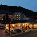 Außenansicht und Terrasse unseres Hotels