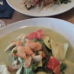 Green curry with chicken & Pad thai with shrimps