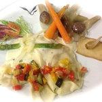 ravioles aux poivrons doux et chêvre, sauce pecorino a la truffe