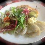 paté en croute mariné au vin blanc, salade organique, fenouil