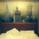 Bett für 2 Personen mit Fototapete