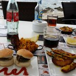 tapas choisis hamburger poulet curry paella ..