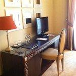 Рабочий стол в номере