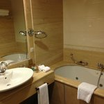 Nice bathtub with jacuzzi but poor toiletries