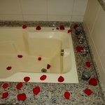 Pacote Noite de Núpcias - Pétalas de rosas na banheira
