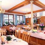 Der helle und freundliche Frühstücksraum