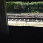 El tren a la misma puerta...