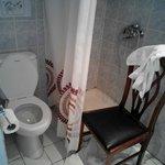 tutto ristretto, la sedia presa dall'andito non essendoci nulla per appoggiare qualunque cosa