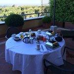Petit déjeuner terrasse privée suite Medici