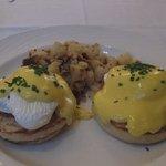 朝食のエッグべネテクトとてもおいしい