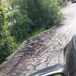 strada che porta ai parcheggi