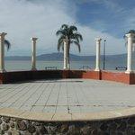 Malecón Ajijic (a 10 min. del hotel el auto)