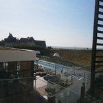 vue de la piscine ext depuis le balcon