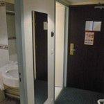 Couloir de la chambre : WC séparés de la SDB