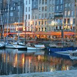Honfleur harbour by night...