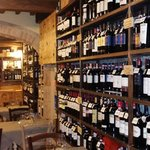 Una piccola parte dei vini presenti nel locale