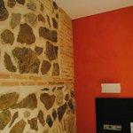 Habitación Premium, ladrido y piedra de la pared