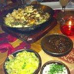 Fajitas de pollo, lomo e camarones