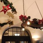 クリスマスの飾付が素敵なレストラン
