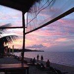 Bij zonsondergang op het terras.