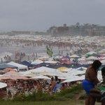 Alta temporada, praia lotada!
