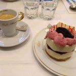 Espresso and delicious mascarpone-cranberry cake