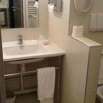 Petite salle de bain avec WC mal situé