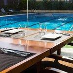 Restaurant vista piscina