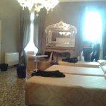 Junior suite dalla quale si accede anche ad una piccola verandina privata