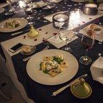 Table dressée et plat
