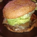 Heritage burger (beef, lettuce, onion rings, fontina cheese)