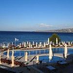 dzienny widok na basen i Morze Kreteńskie