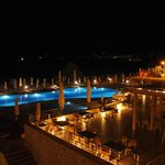 nocny widok na basen