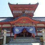 八幡造りの本殿