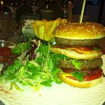 Le Mega Cheese burger