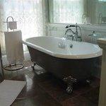 The Peach Blossom Suite Bathroom