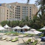 Vue de l'hotel depuis la plage