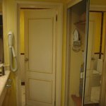 lavabo y armario ropero