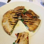 flat bread with onion, tomato, spinach and cheese