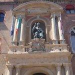 p.zza maggiore - statua san petronio