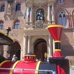 p.zza maggiore - statua san petronio e trenino turistico