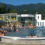 il complesso e la piscina esterna