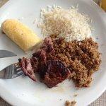 Carne de Sol de Bode, paçoca de bode, bolinho de aipim e arroz