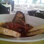 Zuppetta di moscardini con pane carbonizzato