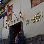 EM FRENTE AO HOTEL MIDORI