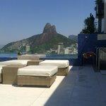 vista da área da piscina na cobertura do hotel para o morro dois irmãos/vidigal